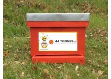 Adopter une ruche - Entreprise - <p><em><strong>Transmettez vos valeurs grâce aux abeilles</strong></em> </p> <p>Solidarité, esprit d'équipe, sens de l'intérêt commun. De nombreuses valeurs sont présentes dans la nature. <strong>Encouragez-les !</strong>   <em><strong>        </strong></em></p> <p>Développez votre <strong>image d'entreprise citoyenne</strong> et associez vos valeurs à l'avenir de la Biodiversité.</p> <p><strong>Recevez du miel à partager</strong> avec vos équipes et vos clients...</p> <p></p> <p>Rejoignez 44 Tonnes.com, entreprise innovante, qui s'est engagée à nos côtés pour l'avenir des abeilles !</p> <p>www.44tonnes.com</p>