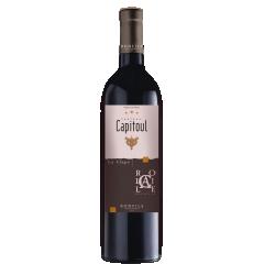 Vignobles Bonfils - Château Capitoul - Rocaille - rouge - CÉPAGES Syrah 40%, Grenache Noir 40%  Carignan 20%  APPELLATION AOP La Clape Rouge  SOL Argilo-calcaire  Situé au cœur du plus grand site naturel classé du Languedoc, Château Capitoul  met à profit une localisation unique et se dresse comme un point d'exclamation à l'extrémité de la presqu'île.  L'appellation La Clape fut reconnue et élevée au rang de cru en 2015, rejoignant ainsi les appellations françaises les plus prestigieuses à la renommée internationale.    TERROIR Ses 100 hectares de pinèdes et de landes et ses 64 hectares de vignes d'un seul tenant, viennent s'abandonner à la mer. Ce vignoble fortement influencé par les entrées maritimes produit des vins d'une grande fraîcheur. La diversité géologique des sols, argilo-graveleux, calcairo-marneux et argilo-calcaire accentue la puissance et l'élégance de ses cuvées.   VINIFICATION Vendanges mécaniques avec égrappage et double tri sélectif effectué à la parcelle et à la réception. Les vinifications sont conduites pendant 15 jours sur marc, avec pigeage manuel et moûts thermorégulés, entre 22 et 24 °C. Elevage en cuve béton pendant 12 mois.   NOTES DE DÉGUSTATION La robe est d'un rouge profond aux reflets rubis. Un nez racé et puissant où se mêlent fruits noirs et épices. Sa bouche vive et fraîche développe une structure élégante et complexe. Les tanins soyeux se fondent lentement aux notes de torréfaction, de cerise noire, d'olive noire et de cèdre.   AVIS DU SOMMELIER  Accords mets/vin : tournedos de bœuf aux morilles, tian de légumes, à la provençale, tagliatelles pesto et pignons de pin, Reblochon, Saint Nectaire.  Température de service : 16-18°C Garde :  6 ans