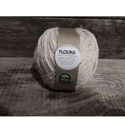 Ferme Flouka - Sébastien est éleveur de brebis de race mérinos , qu'il vend à la ferme.  Attentif à ses bêtes et en accord avec ses convictions, il décide de valoriser la toison de ses moutons mérinos. Épaulé de sa sœur Séverine, en charge du développement et de la fabrication, la production de laine mérinos à tricoter a débuté en avril 2017, à la ferme Flouka.  Cette laine est tondue sur place, lavée sans produits chimiques et filée en France, véritable de gage de qualité.