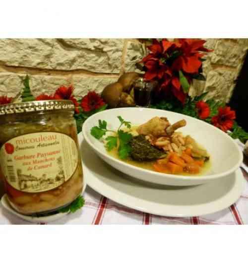 """Garbure Paysanne aux Manchons de Canard - Ce produit de haute qualité est cuisiné selon nos recettes ancestrales. Tout d'abord, le Jus Cuisiné, """"Bouillon"""", est préparé la veille et cuit jusqu'au matin dans la marmite. Les légumes sont revenus dans la marmite. Les manchons de canard sont revenus dans la graisse. Le Tout est mijoté. La garbure peut être servie en potage ou en plat de résistance."""