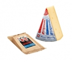 Appenzeller doux - <p>Le fromage Appenzeller® Doux moyennement piquant est gardé en cave durant minimum 3 mois. C'est une des plus grandes spécialités de fromage suisse. L'agréable végétation appezenlloise avec ses herbes riches sont les conditions optimales pour la création d'un lait cru, fort et naturel qui permet de produire l'Appenzeller®. Le fromage Doux et aromatique se reconnaît par son étiquette argentée.</p>