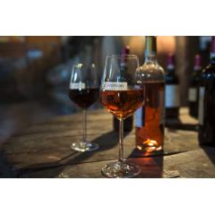 Vin de Fronton - Célèbre dans toute la France et bien au-delà, le vignoble Frontonnais est reconnu pour sa qualité et son savoir-faire qui lui ont valu l'obtention d'une Appellation d'Origine Protégée (AOP). Premier vignoble du grand Sud-Ouest en proportion de surfaces traitées par lutte éco-responsable, son cépage unique en France, la Négrette, fait l'originalité et la fierté des vignerons de Fronton. Il produit de jolis rosés, frais et fruités, idéals pour accompagner un repas ainsi que des rouges fins, élégants et complexes dont le 100% Négrette.  Ce n'est pas un hasard si c'est un rosé de Fronton qui a été élu deux fois champion du monde des rosés et si c'est un rouge de Fronton a été élu parmi les 35 meilleurs vins du Monde par la célèbre revue anglo-américaine Decanter. Décidément, Fronton est une appellation qui monte !  Pour en découvrir plus sur les vins de Fronton, Rendez-vous sur www.vins-de-fronton.com  (A consommer avec modération).