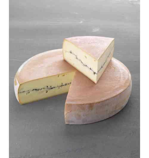Le Morbier - Inimitable fromage AOP du Massif du Jura, le Morbier est fabriqué à partir de lait cru de vache Montbéliarde et Simmental nourries à l'herbe et au foin. Le Morbier se distingue par son trait cendré de caractère
