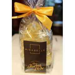 Le Classique Mirabelle - Mirabelle, bonbon sucre dur carré Emballage: papillote neutre individuelle Marque: Aux Portes d'Or  Conditionnement : sachet de 100 grammes Fermeture : noeud jaune