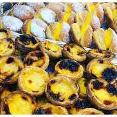 Patisserie Portugaise - Patisseries portugaises :  Pastel de Nata, Pastel de Feijao (Haricot Blanc), Pastel de Coco, Pastel d'amande, Bola de Berlim,Tarte de Morango (fraise), Tarte de Maça (Pomme), Pain au Chorizo, Beignet de Bacalhau (Morue), Rissol de Camarao (Beignet de crevette) et Rissol de Carne (Viande de Boeuf)