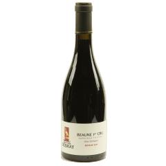 """Beaune 1er cru """"Les Grèves"""" 2018 - """"Les Grèves"""" sans doute la parcelle la plus aimée de Beaune, elle  offre des vins aux arômes de fruits rouges (framboise) et de fruits noirs comme la mûre. Ainsi qu'un arrière goût de truffes. En bouche, il donne de la puissance et de la robustesse. Le caractère de ce vin est velouté. Il peut être conservé pendant plusieurs années pour le rendre exceptionnel. La ville de Beaune ne possède pas d'appellation grand cru mais cette parcelle de 1er cru """"les Grèves"""" pourrait être choisi en tant que grand cru s'il en fallait un !"""