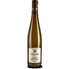 """Kaefferkopf Grand Cru """"Cuvée Traditionnelle"""" 2016 - Très flatteur, son nez est un mélange de senteur de fruit à chair jaune (pêche, abricot) et de notes de fleur blanche (acacia). Il exprime en bouche toute sa douceur et sa finesse. On y retrouve bien la typicité du cépage Gewurztraminer (fruité, épicé), suivie en finale par l'acidité du Riesling. C'est un excellent compagnon de l'apéritif ou un vin de tous les moments."""