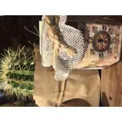 MIEL DES ABEILLES DE LA JUNGLE MAYA - Miel 100% naturel, récolté selon un procédé traditionnel au coeur de la jungle de la péninsule du Yucatan au Mexique.  La végétation de jungle et le climat tropical, confère à notre miel, son arôme parfumé, sa lumière ambrée et son goût doux et moelleux qui ont motivé les légendes ancestrales Mayas.  Le miel est utilisé par les Mayas depuis plus de 3000 ans pour ses propriétés curatives, anti-infectieuses, hydratantes  et immunisantes.