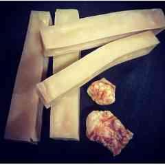 BATONNET DE FROMAGE - Bâtonnet de fromage fabriqué à partir de 99.9% de lait de vache selon une recette traditionnelle centenaire venue des hauteurs de l'Himalaya. Des heures de mastication avec moins de 5% de matières grasses et moins de 4% de lactose