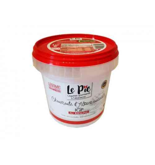 """Choucroute d'Alsace cuisinée IGP au Riesling - """"Choucroute crue obtenue par fermentation lactique, puis cuisinée au riesling et au saindoux. Le chou utilisé est cultivé et transformé selon des méthodes traditionnelles.  Signe de qualité/ label: IGP (Indication Géographique Protégée) Conditionnement: pot de 500 g"""""""
