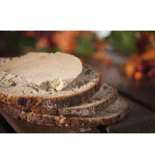 Foie gras de Canard Entier IGP Sud-Ouest - Notre Foie Gras de Canard Entier est sélectionné rigoureusement au cœur du Sud Ouest et répond aux critères IGP* (Indication Géographique Protégée).  L'utilisation de la mention «Foie Gras entier» est très réglementée et souligne la qualité des Foies Gras Micouleau; cela assure un foie gras en un seul morceau de lobe.  Le Foie Gras de Canard entier en conserve se bonifie au fil du temps.   Il peut être vendu en boîte (65g, 200g ou 400g) ou en bocal (120g, 180g ou 330g).  Conseil de Dégustation : Mettre le Foie Gras de Canard Entier la veille au frigo et le sortir une heure avant de le consommer.  Vous pouvez ensuite le déposer sur un toast de pain frais ou grillé accompagné d'un bon verre de vin.