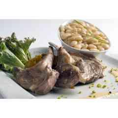 Haricot - Le Haricot Tarbais étant une plante grimpante, il est très vite associé au maïs dont les hampes lui servent de tuteur. C'est ainsi que les 2 plantes se répandent très rapidement dans la plaine de Tarbes où l'on prend l'habitude de semer un grain de haricot entre deux pieds de maïs. Une production artisanale stricte, maîtrisée et labellisée. Le haricot tarbais est le premier haricot à avoir obtenu, en 1997, le Label Rouge et en 2000, l'IGP (Indication Géographique Protégée). Le terroir de Bigorre se caractérise par des terres légères et imoneuses, au pH plutôt acide, peu argileuses et assez caillouteuses. De plus, l'utilisation d'une semence certifiée, le respect de pratiques culturales raisonnées (dont le travail du sol et l'écartement entre les rangs) et la récolte manuelle à maturité lui donnent sa qualité