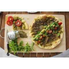 Zaatar Qawzah - 70g - Le mélange d'épices incontournable de la cuisine libanaise. Il se compose de sésame grillé, fleur d'origan, sumac et sel. Il se consomme traditionnellement avec de d'huile d'olive et du pain. Il se marie bien avec les pizzas, les viandes, les salades, les fromages frais et les fromages blancs.