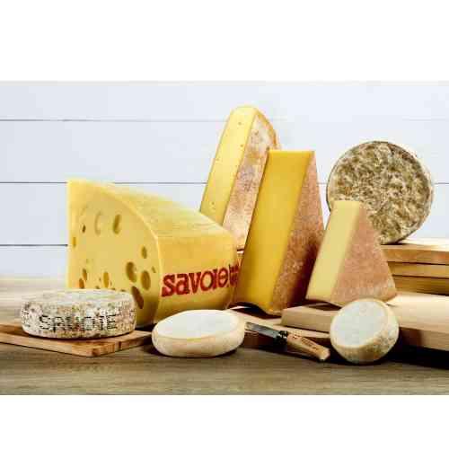 Fromages de Savoie AOP / IGP - Les 8 fromages de Savoie sous signe officiel de qualité sont présents : AOP Abondance, AOP Beaufort, AOP Chevrotin, IGP Emmental de Savoie, IGP Raclette de Savoie, AOP Reblochon, AOP Tome des Bauges et IGP Tomme de Savoie.