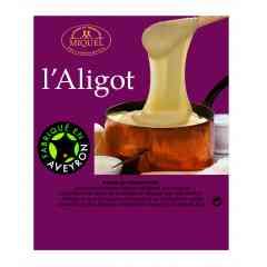 Aligot - Une bonne purée de pommes de terre à laquelle on mélange de la tome fraîche, dans ce plat typique de l'Aveyron. Fondant et savoureux!