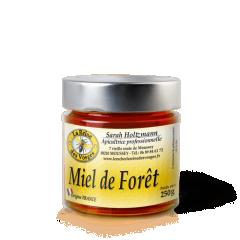 Miel de Forêt 250g - Le Miel de Forêt est un subtil mélange de nectars ( ronce, bruyère, lierre, épilobe..) et miellats ( conifères, chêne, hêtre et tilleul..) Le Miel de Forêt est de consistance épaisse et liquide Le Miel de Forêt est souvent sombre,parfois presque noir,il évoque par ses arômes les sous-bois