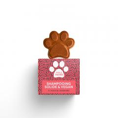 Shampooing solide poils fauves PEPET'S - Ce shampooing solide pour chien, chat ou animal de compagnie est adapté aux poils fauves ou roux. Il associe notamment deux huiles bio régulatrices et nourrissantes à deux poudres végétales 100% naturelles. L'huile de jojoba, très appréciée en cosmétique pour ses nombreux bienfaits, rééquilibre la production de sébum tout en redonnant vitalité au poil, sans le rendre gras. Elle est accompagnée d'une huile de coco, pour son action lissante et nourrissante. La poudre de garance et la poudre ayurvédique d'hibiscus fortifient le poil et lui apporte de la brillance. Ces poudres sont également un colorant 100% naturel, qui accentue les reflets acajou pour un vrai pelage de petit lion !  * Colorant * Régulant * Vitalisant