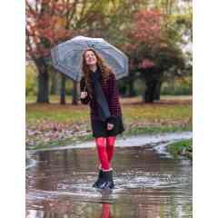 Bottes Cheyenne - Ultra chaude & entièrement imperméable ! Cette demi-botte Cheyenne en PVC finition brossée, imite parfaitement l''effet peau de pêche ! Dotée d'une fourrure intérieure épaisse et chaude, cette demi-botte de pluie femme est douillette et confortable, idéale pour jardiner ou se balader en ville tout en restant tendance ! Disponible du 36/37 au 42/43.