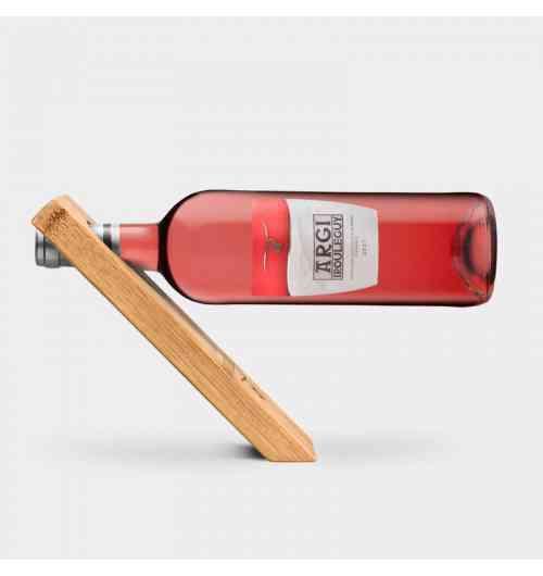 Argi 2017 - Rosé AOC Irouléguy - <p>L'œil : couleur rose saumonée d'une belle intensité, beaucoup de brillance.</p> <p>Le nez : puissant avec des notes de fruits rouges tels la fraise ou le cassis. Belle complexité florale avec des nuances de violette et de tilleul.</p> <p>La Bouche : le vin est charnu avec un bon équilibre acide. La finale est fruitée.</p> <p>Assemblage : 70% Tannat, 20% Cabernet Franc, 10% Cabernet Sauvignon.</p> <p>Vinification : pressurage direct respectueux du raisin. Fermentation en cuve inox à 16-18°C.</p> <p>Elevage : 2 à 3 mois, puis mise en bouteille au printemps pour préserver le fruit.</p> <p>Durée de garde : 2 ans. Degré : 12°</p> <p>A l'apéritif accompagné de charcuteries.</p> <p>Poursuivez avec des grillades ou du poisson sur un barbecue.</p> <p>Il pourra convenir au cours d'une soirée détente autour d'une pizza.</p>