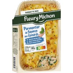 Parmentier saumon épinards - Une recette gourmande avec du saumon de Norvège émietté, cuisiné avec une sauce ricotta épinards. Un écrasé de pommes de terre au beurre & à la crème l'accompagne. La recette est ensuite gratinée au four puis présentée dans une jolie barquette en bois 100% France.