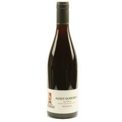 """Auxey-Duresses """"Les Clous"""" 2018 - Sa robe rubis ni trop claire ni trop foncé, tient d'un parfaite équilibre. Son goût est riche en petits fruits noirs (cassis, mûre, bleuet) et en arômes floraux (comme la pivoine) très agréable en bouche cela reste un vin léger qui se boit facilement."""