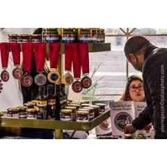 Les produits du terroir de la Tunisie - La Tunisie est un pays qui jouit d'un patrimoine agricole et agroalimentaire très vaste. En effet, l'huile d'olive de Teboursouk, la harissa, les figues de Djebba, les grenades de Gabés, la figue de barbarie de Zelfen et bien d'autres produits tirent leur identité de leur territoire de production et du savoir faire local. Ces produits uniques et typiques reflètent la richesse des secteurs agricoles et agroalimentaires tunisiens. Ainsi, pour protéger cette diversité, des labels ont été instaurés et continuent à attirer les producteurs. Les appellations d'origine contrôlée, les indications de provenance, l'agriculture biologique et le dernier né le Food Quality Label Tunisia ont pour but d'améliorer la visibilité des produits du terroir et de leur conférer une reconnaissance d'envergure internationale qui facilite leur accès aux marchés.