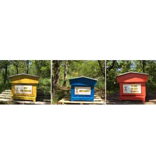 Parrainer une Ruche - Parrainer une ruche c'est agir concrètement ensemble pour sauver les abeilles et permettre la création de nouvelles colonies d'abeilles installées dans des endroits sauvages et préservés.  En remerciement de votre parrainage, les abeilles sont heureuses de partager le fruit de leur travail en vous offrant des pots de miel livrés directement chez vous.