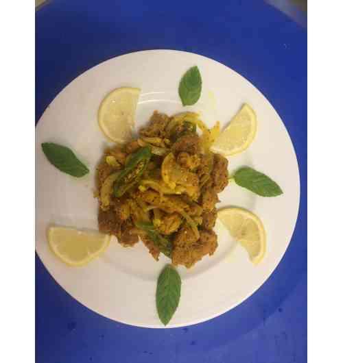 Vindaye de poisson - Poisson pélagique frit dans de l'huile et macéré plusieurs heures ensuite dans un mélange d'épices, d'oignons, d'ail et de vinaigre.