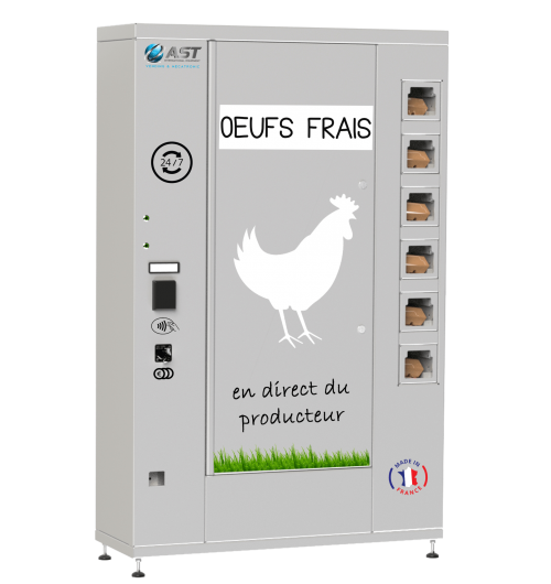 Distributeur automatique d'œufs - Grâce au distributeur d'œufs, le producteur préserve sa marge et optimise ses possibilités de ventes !  Rendant leurs produits disponibles à la vente 24/24h et 7/7j, le distributeur automatique d'œufs permet la distribution de produits en circuit court. Cet automate distribue des boîtes de 6 ou 12 œufs. Une combinaison des deux formats est possible. Ce distributeur a une capacité totale de 48 boîtes d'œufs. Relié à la plateforme de gestion en ligne VendingAst, le producteur accède aux stocks et aux ventes en un simple clic ! La façade du distributeur est personnalisable à leurs images (couleurs, logos, images...). Ce nouveau mode de consommation permet aux consommateurs d'acheter des œufs dont ils connaissent la provenance et au prix juste. Grâce à ses petites dimensions (1645x1050 mm), il peut facilement s'installer dans un espace réduit, il doit néanmoins être placé à l'abri des intempéries et du soleil. Le distributeur automatique d'œufs peut être associé à un distributeur CaseMatic afin de proposer plusieurs gammes de produits. Placé dans des endroits de passage, ce distributeur permettra non seulement aux habitués de se procurer des œufs à tout heure du jour et de la nuit mais permettra également de toucher une nouvelle clientèle de passage. Ce distributeur existe également pour la vente de fraises.