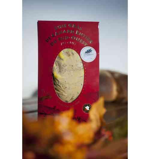 Foie gras de Canard Entier MI-CUIT IGP Sud-Ouest - Notre Foie Gras de Canard Entier mi - cuit est sélectionné rigoureusement au cœur du Sud Ouest et répond aux critères IGP* (Indication Géographique Protégée).  L'utilisation de la mention «Foie Gras entier» est très réglementée et souligne la qualité des Foies Gras Micouleau; cela assure un foie gras en un seul morceau de lobe.  Il peut être vendu sous vide ou en conserve : Sous vide (200g ou 400g) ou bocal (120g, 180g ou 330g).  Médaille d'Or au Concours Agricole de Paris 2015     Conseil de Dégustation :  Mettre le Foie Gras de Canard Entier au frigo et le sortir une heure avant de le consommer.  Vous pouvez ensuite le déposer sur un toast de pain frais ou grillé accompagné d'un bon verre de vin.
