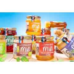 MIELS LES COMPAGNONS DU MIEL - Fort des récoltes de ses 120 apiculteurs adhérents, notre Coopérative propose plus de 50 références de miel Français en provenance des différentes régions de France. Miels toutes fleurs ou monofloraux, liquide ou crémeux, doux à intense, chaque gourmand trouvera le miel le plus adapté à ses envies et à sa personnalité.  Le public est invité à venir dégusté ces miels autour du Bar à Miel sur notre stand ! Ex : Miel de Bourdaine, Miel de Bruyère cendrée, Miel de Sapin, Miel de Lavande, Miel de Bruyère Callune etc.