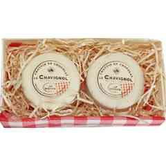 Duo de Crottins en chocolat - Un cœur fondant praliné amandes & noisettes avec des noix de pécan caramélisées, le tout enrobé de chocolat blanc ! La spécialité du Berry en chocolat !!