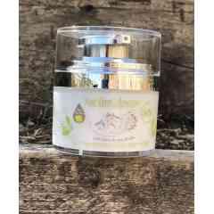 Crème visage 50% lait ânesse Sublim'ânesse (produit BIO) - Dans cette crème BIO avec 50% de lait d'ânesse bio, le lait joue un rôle prépondérant. Etant un agent tenseur et regénérateur naturel, adoucissant, hydratant, calmant, il retarde le vieillissement cutané tout comme le miel de mes ruches, l'huile d'argan, l'huile de sésame et l'hydrolat de rose de Damas qui exercent aussi un effet anti-âge en éliminant les rougeurs. Son effet tenseur lui permet de prévenir l'apparition des rides et d'effacer les marques de fatigue, le tout SANS PARFUM. Une crème SUBLIME SANS PARABEN, pas de trace d'huile de palme, bref..sans cochonnerie!  Disponible sans parfum, a l'aubépine ou la fleur de coton NON TESTE SUR LES ANIMAUX!!!! (comme tous nos produits)