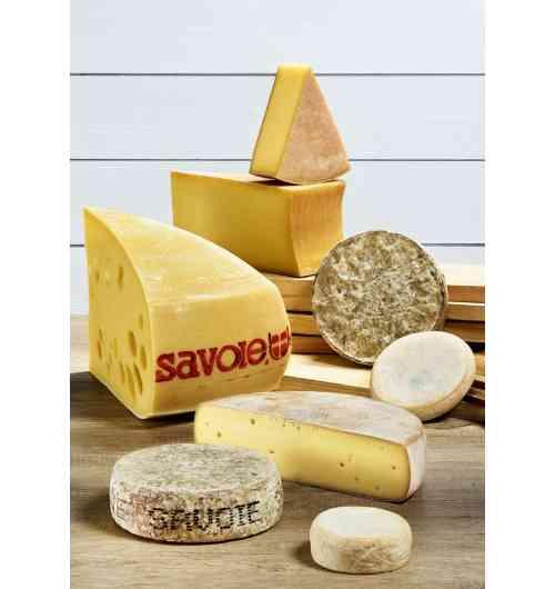 Fromages de Savoie AOP / IGP - Les 8 fromages de Savoie sous signe officiel de qualité sont présents : AOP Abondance, AOP Beaufort, AOP Chevrotin, IGP Emmental de Savoie, AOP Reblochon, IGP Raclette de Savoie, AOP Tome des Bauges et IGP Tomme de Savoie.