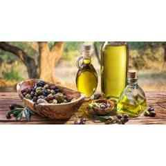 """l'huile d'olive de la Tunisie - L'huile d'olive Tunisienne est naturelle, pleine de saveur et l'énergie d'un soleil présent toute l'année. Cette huile a remporté 16 médailles dont 3 en or, 8 en argent et 5 en bronze à la 20e édition du Concours Oléicole International de Los Angeles, qui s'est tenue du 5 au 7 février 2019, outre le prix du meilleur emballage """" Édition artisanale """"."""