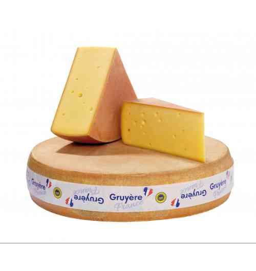 Gruyère France - Le Gruyère IGP, généreux par nature Le Gruyère de France est un savoureux fromage au lait cru, gage de précieuses qualités nutritives. Son appellation IGP (Indication Géographie Protégée) est une reconnaissance européenne qui certifie le lien entre ce délicieux fromage et son terroir d'origine.  Sa zone traditionnelle de production s'étend de la Franche-Comté à la Savoie. Les troupeaux laitiers sont composés de races locales : la Montbéliarde, la Simmental, l'Abondance, la Tarentaise et la Vosgienne. Des vaches qui font l'identité de nos paysages. Ces belles laitières sont essentiellement nourries d'herbe et de foin, de céréales, à l'exclusion de toutes formes d'aliments fermentés, et sans OGM.  Le lait est apporté chaque jour dans les fromageries où le Gruyère est élaboré artisanalement, dans des cuves en cuivre. Il faut 400 litres de ce bon lait pour produire une meule de 42 kg.   Les meules sont ensuite affinées pendant 4 à 6 mois (le cahier des charges de l'IGP établit une période d'affinage de 120 jours minimum). Une partie de l'affinage se déroule en « cave chaude » (environ 17 degrés). C'est là que vont se développer les arômes et les petits trous caractéristiques du Gruyère de France.  Un goût qui séduit un public de plus en plus large  Le Gruyère de France est un fromage qui plait à tous, au petit-déjeuner comme au goûter, au pique-nique comme à l'apéritif. Sa pâte blonde offre une texture fondante aux arômes subtils. Ce fromage à pâte pressée cuite a la particularité de présenter des petits trous de la taille d'une noisette à celle d'un petit pois. Il est doux et fruité, avec parfois des notes florales. Il est tendre en bouche et les enfants adorent le morde à pleines dents. C'est un fromage de tous les instants. Il est unique !