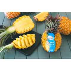 ANANAS VICTORIA PHILIBON - petit et Concentré, l'ananas Victoria est le roi des ananas produit de l'ile de la réunion il est gorgé de saveurs