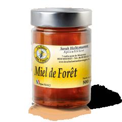 Miel de Forêt 500g - Le Miel de forêt à un goût délicat et agréable en bouche Un doux mélange de fleurs et de miellats Le Miel de Forêt à une consistance liquide et épaisse Le Miel de Forêt c'est à la fois des nectars de fleurs (ronce, bruyère, lierre ,épilobe.. ) et miellats (conifères, chêne, hêtre; et tilleul ..) Les teintes du Miel de Forêt sont variables suivant les années, souvent sombre,parfois presque noir. Le Miel de Forêt évoque les arômes de sous-bois avec des saveurs boisées Le Miel de Forêt est très riche en divers oligoéléments, potassium, phosphore, calcium, soufre, magnésium, manganèse, zinc, fer, cuivre...