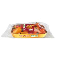 Mini-poivrons 200g - Les mini-poivrons peuvent se grignoter crus, entiers ou tranchés, en petits morceaux pour réveiller salades et taboulés. Cuits en brochette ou ratatouille, ils dévoilent des goûts équilibrés aux jolis notes sucrées.