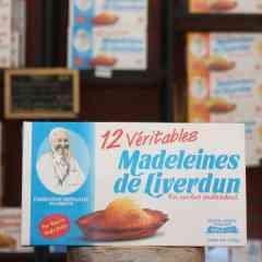 Les véritables Madeleines de Liverdun - Les Véritables madeleines de Liverdun  sont des petites gâteaux de couleur jaune dorée à l'extérieur avec une mie jaune clair. Elles sont caractéristiques par leur forme en coquille surmontée d'une petit bosse,  aux goûts inimitables, nature ou à la Mirabelle qui vous rappelleront les saveurs d'antan, sans additif, ni conservateur