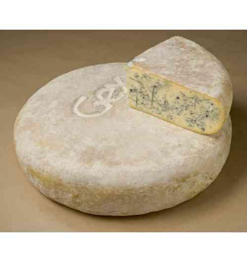 Bleu de Gex Haut-Jura - C'est un Bleu très doux qui présente une légère amertume en bouche. Il est produit par seulement 4 fromageries à plus de 800m d'altitude dans le Parc naturel régional du Haut-Jura. Les vaches de race Montbélirade sont nourries au foin en hiver et à l'herbe des pâturages de montagne en été. Ce savoir faire donne un Bleu aux arômes lactiques, vanillé et de champignons de sous bois.